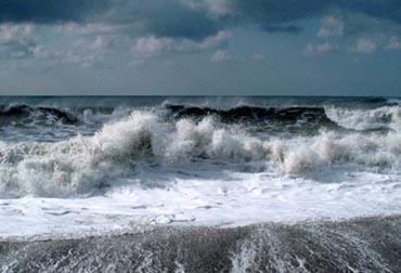 Статусы про шторм (цунами)